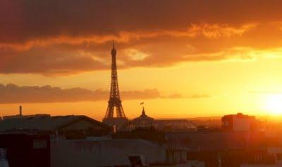 France : le crépuscule du soir dans France: le crépuscule du soir paris-crepuscule-soleil-panorama031
